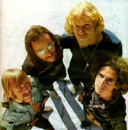 ABSTRACT TRUTH image groupe band picture