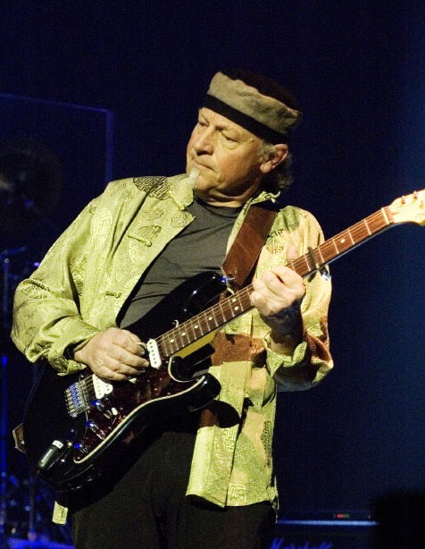 MARTIN BARRE image groupe band picture
